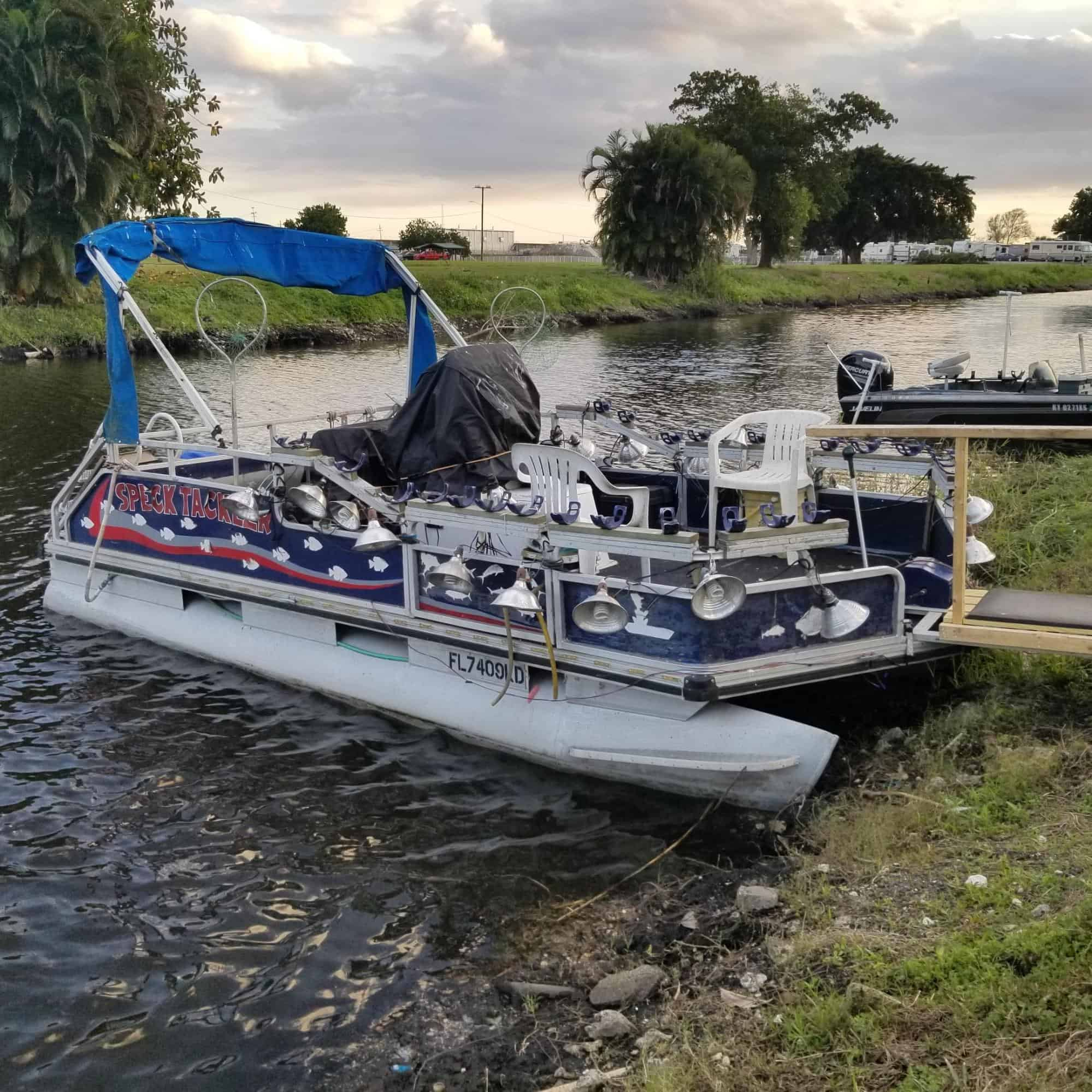 boat with lights for crappie fishing at night