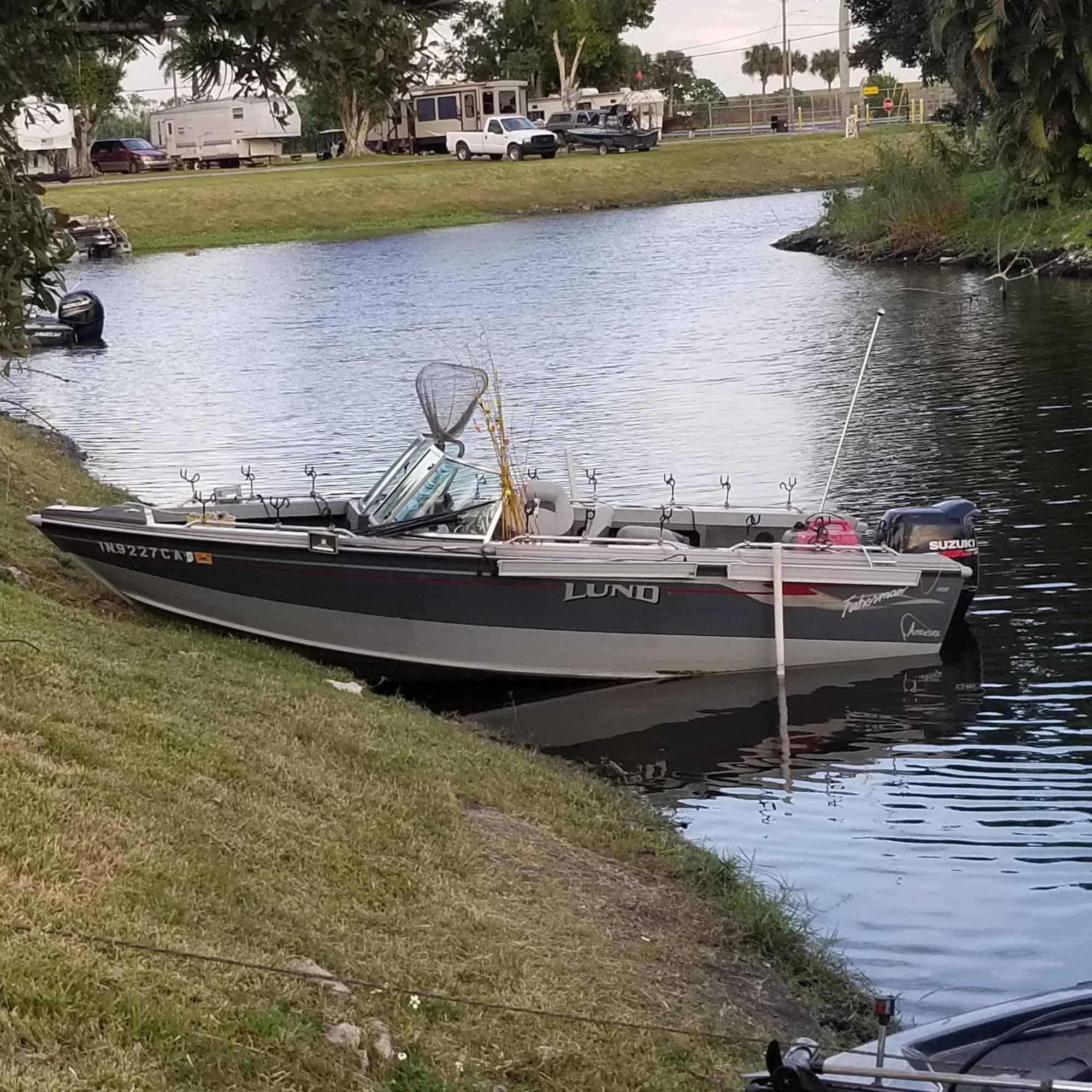 V-bottom crappie boat