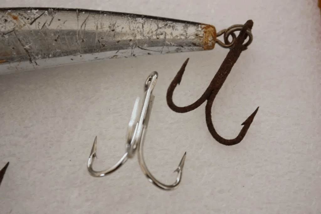 change your fishing hooks when saltwater fishing