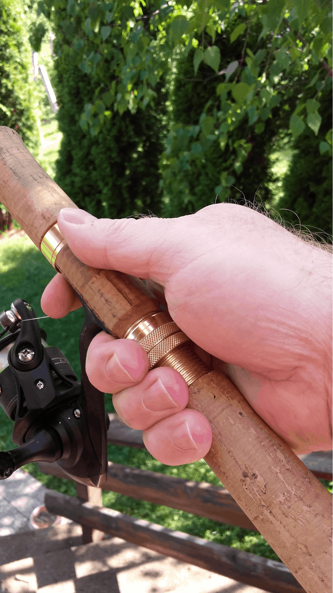 spinning reel hand position
